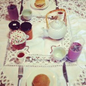 sister breakfast